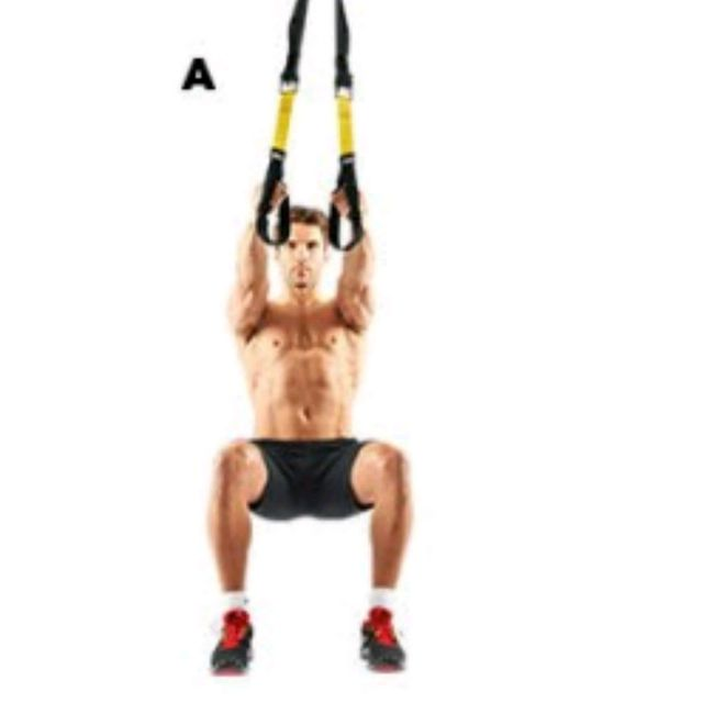 How to do: TRX SQUAT TO FLY - Step 1