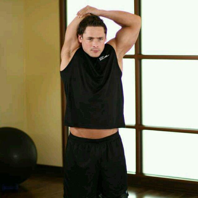 How to do: Triceps Stretch (custom) - Step 1