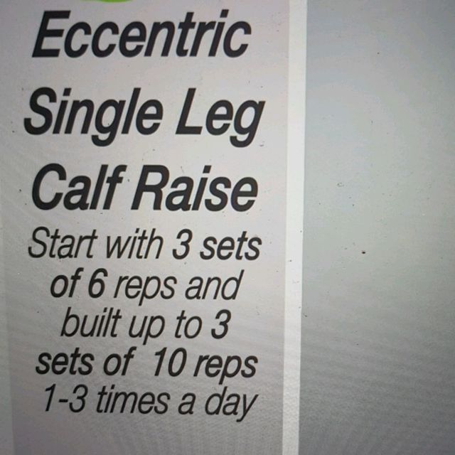 How to do: ECCENTRIC SINGLE LEG CALF RAISE - Step 1