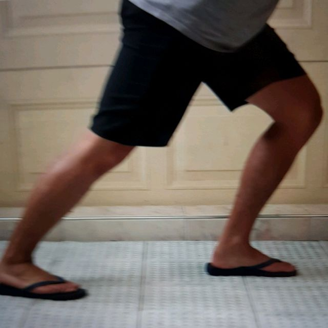How to do: Lunge Calf Stretch Hold Minimum 20 Seconds - Step 2