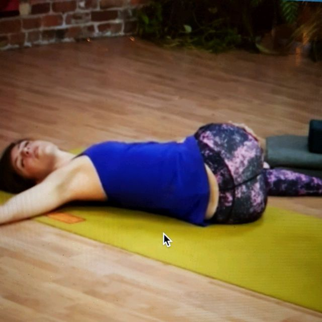 How to do: Lying Spinal Twist (Both Sides) - Step 8
