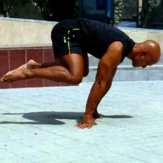How to do: Tucked planche - Step 1