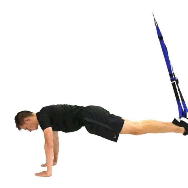 How to do: TRX CRUNCHs - Step 1