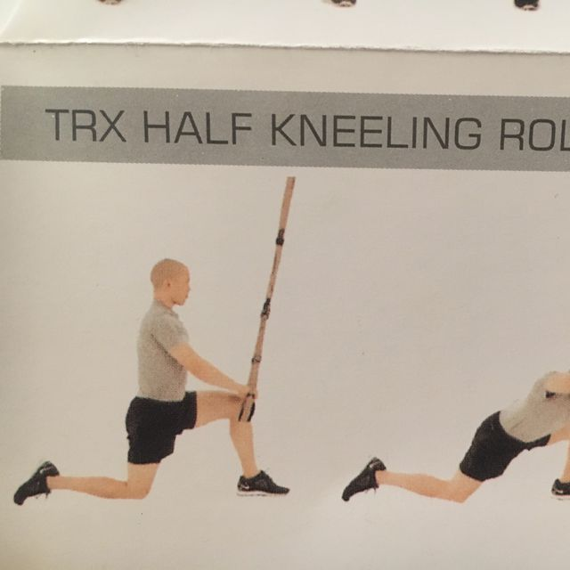 How to do: TRX Half Kneeling Roll Out - Step 1