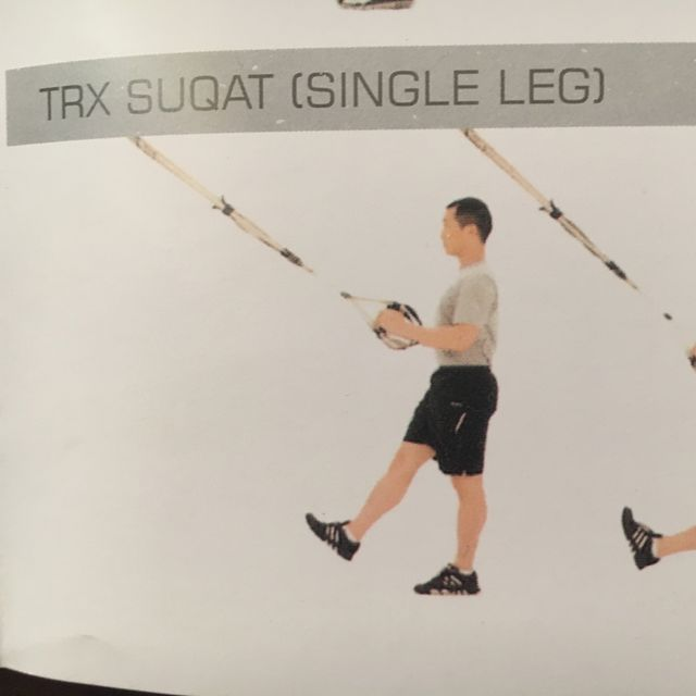 How to do: TRX Squat Single Leg - Step 1