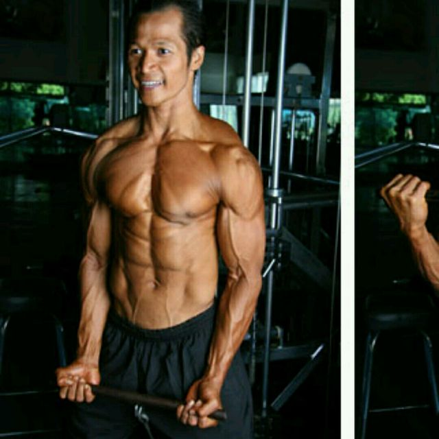 How to do: CM Standing Wide Grip Biceps Curls w Bar - Step 3