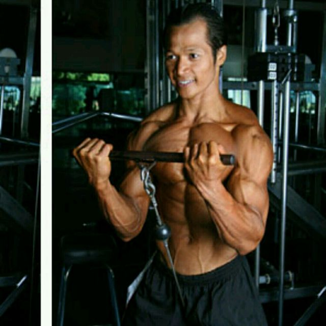 How to do: CM Standing Wide Grip Biceps Curls w Bar - Step 4