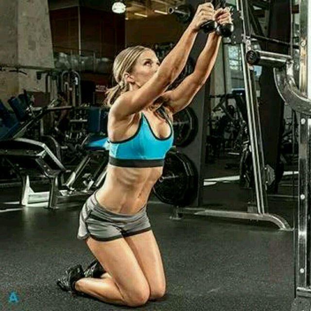 How to do: CM Kneeling Ab Crunch - Step 3