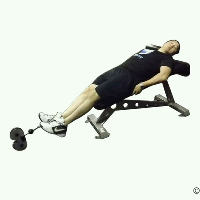 How to do: CM Decline Bench Knee Raise - Step 1