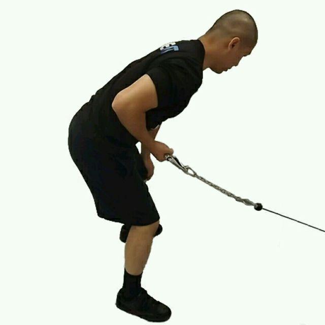 How to do: CM One Arm Bent Over Tricep Kickbacks - Step 1