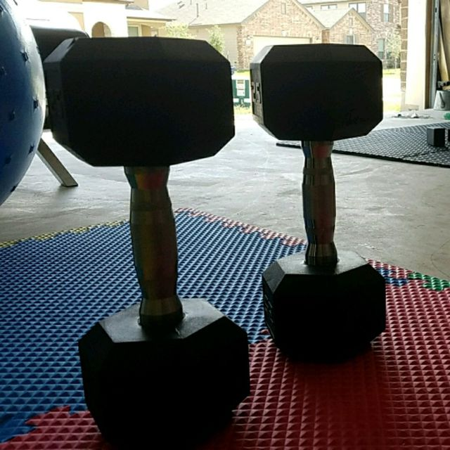 How to do: 2 Dumbell Push Up - Step 1