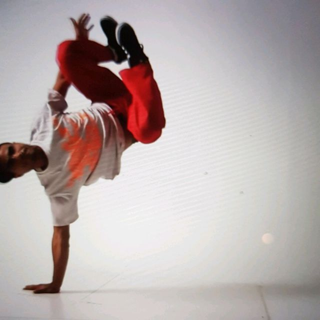 How to do: Sgl Arm Handstand - Step 14