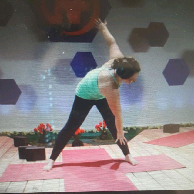 How to do: Stretch: Sideways Reach Left - Step 1