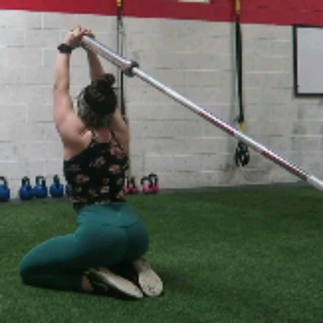 How to do: TRICEPS EXTENSIONS TO HIP THRUSTS - Step 1