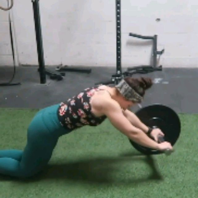 How to do: BARBELL AB ROLL OUTS - Step 6