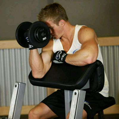 ONE-ARM PREACHER CURL