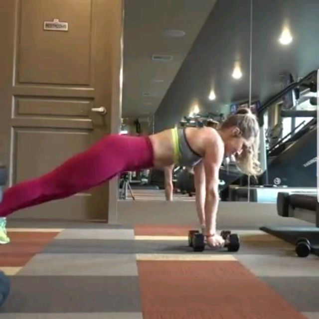 How to do: Alternate Arm Lift Plank - Step 1