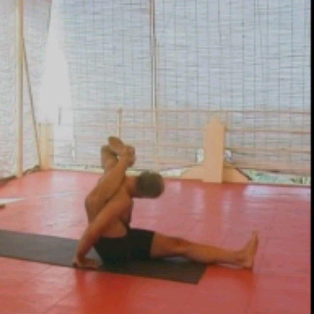 How to do: Kala Bhairavasana Sequence - Step 10
