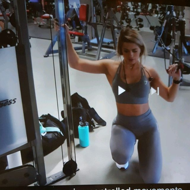 How to do: Machine: Cable Machine Single Arm Lat Pulldown - Step 2