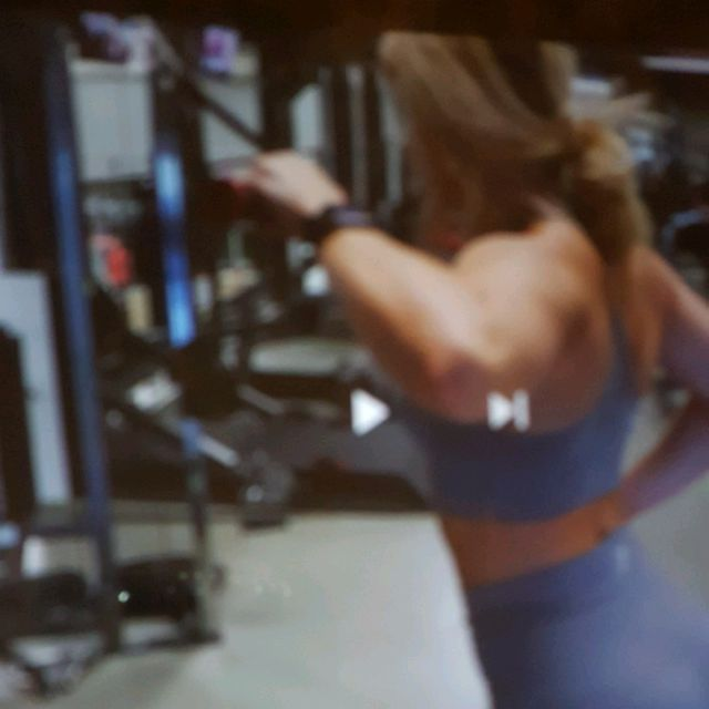 How to do: Machine: Cable Machine Rear Delt Pulldown And Upper Pull - Step 1