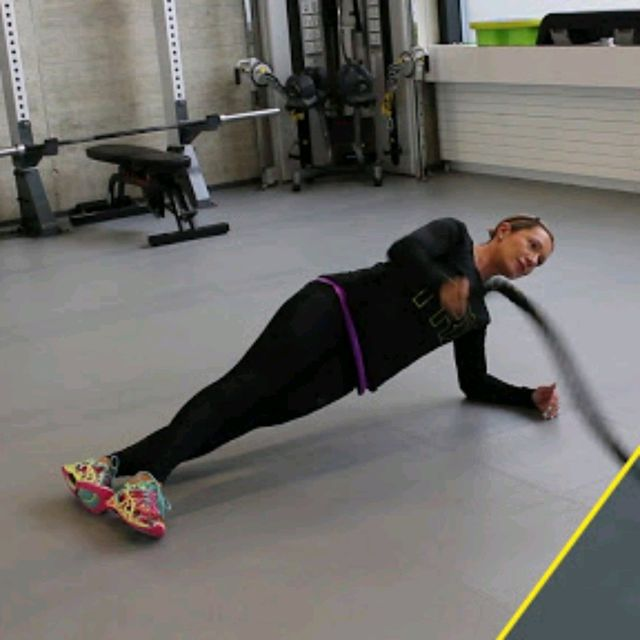 How to do: Battle Rope Side Plank Wave - Step 1