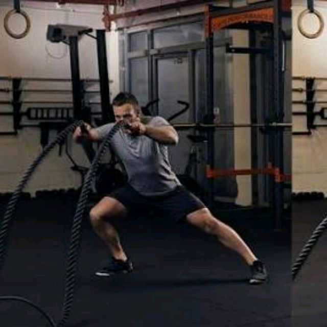 How to do: Battle Rope Double Wave With Side Lunges - Step 1
