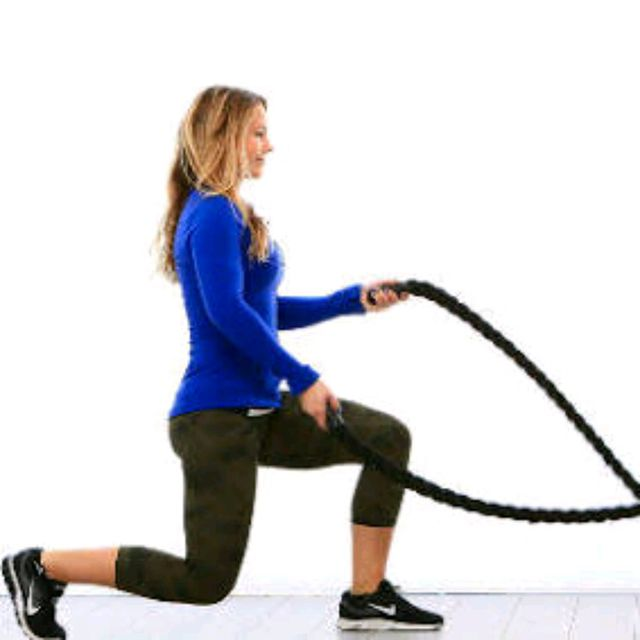 How to do: Battle Rope Alternating Wave With Lunges - Step 1