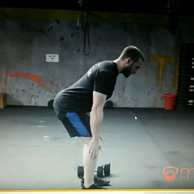 How to do: Dumbell single arm alternating clean - Step 2