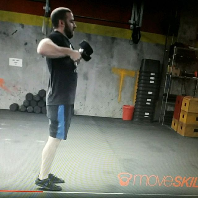 How to do: Dumbell single arm alternating clean - Step 4
