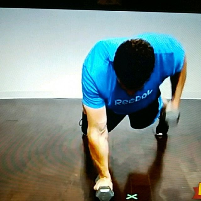 How to do: Pushup position 3lb Dumbbell row with Squat thrust - Step 3