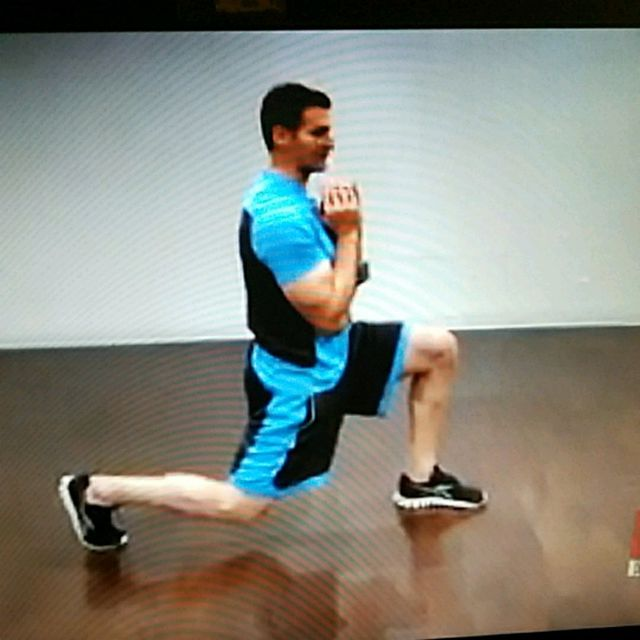 How to do: 5lb Dumbbell Squat and alternating reverse lunge - Step 2