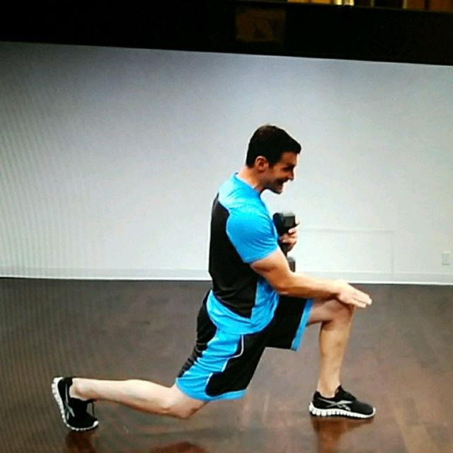 How to do: 5lb Dumbbell Squat and alternating reverse lunge - Step 3