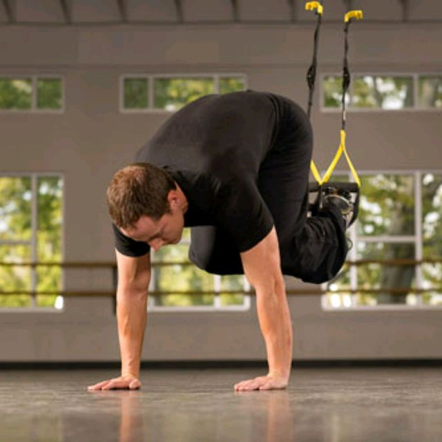 How to do: TRX Suspended Knee Tucks - Step 1