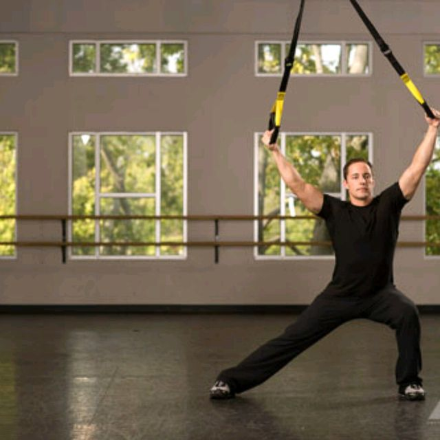 How to do: TRX Assisted Side Lunge with Arm Raise - Step 3
