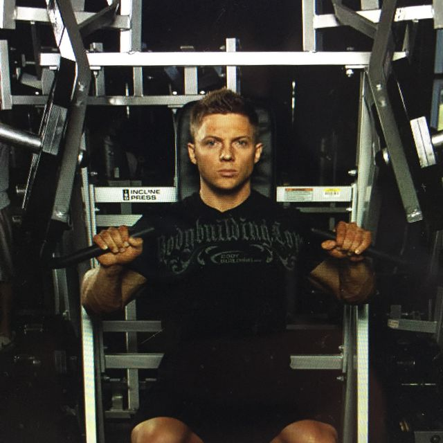 How to do: Leverage Incline Chest Press - Step 1