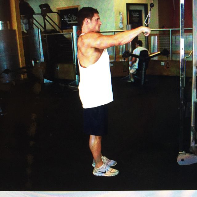 How to do: Straight-arm Pulldowns - Step 1