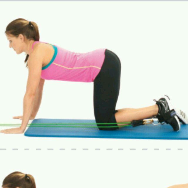 How to do: CM Plank Or Kneeling Kickbacks - Step 1