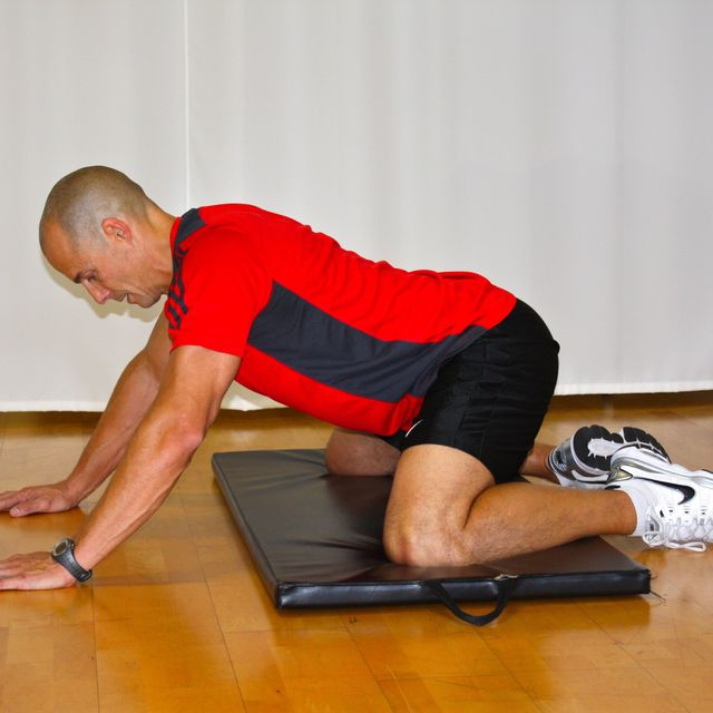 How to do: Adductor (short) Stretch - Step 1