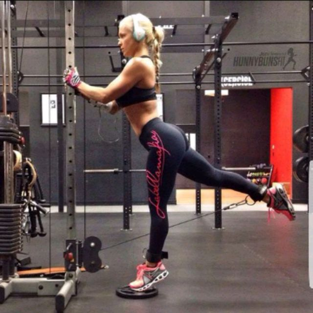 How to do: Left Glute Cable Kickbacks - Step 1