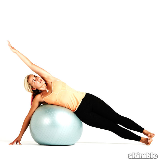 How to do: Right Side Plank with Ball - Step 2