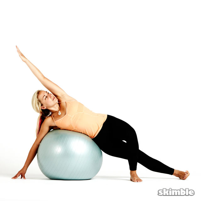 How to do: Right Side Plank with Ball - Step 1