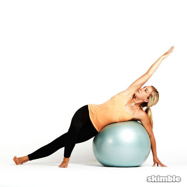 How to do: Left Side Plank with Ball - Step 1