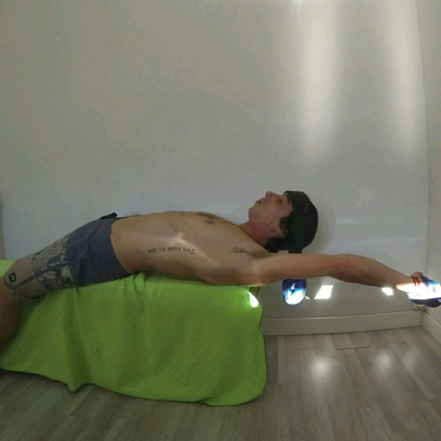 How to do: Loaded Neck Left Arm Circles - Step 4