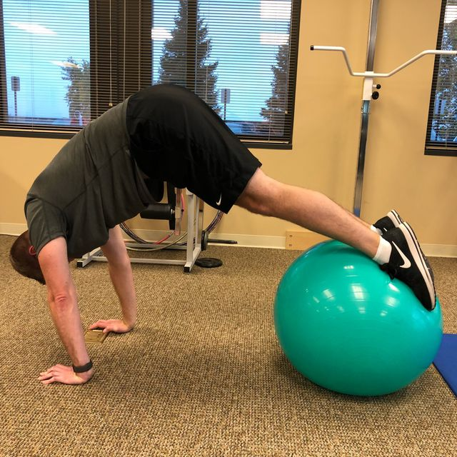 How to do: Ball Plank To Butt Lift - Step 2