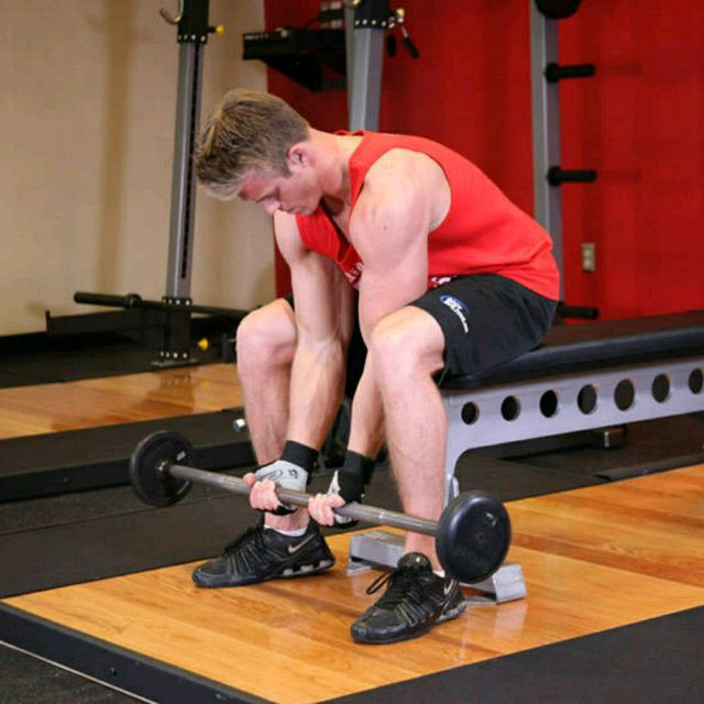 How to do: Barbell Concentration Curls - Step 1