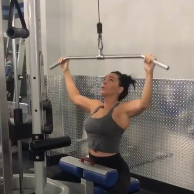 How to do: Overhead Pulldowns - Step 1