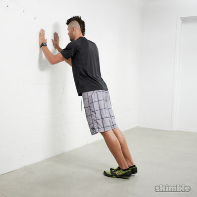 Flexiones de tríceps en pared
