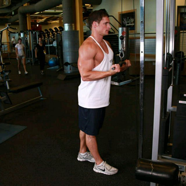 How to do: Reverse Grip Tricep Pushdown - Step 1