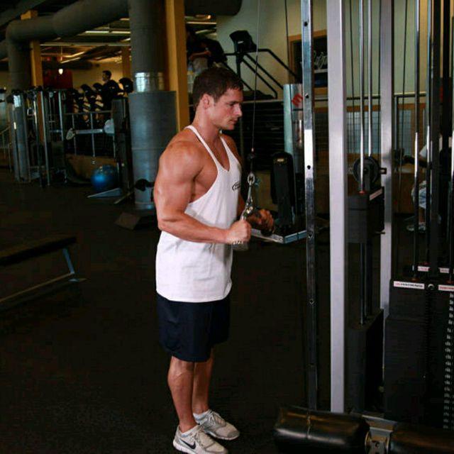 How to do: Triceps Pushdown - V-Bar Attachment - Step 1