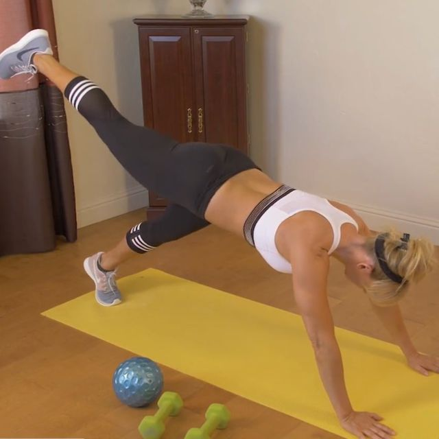How to do: Plank Oblique Twist With High Kick - Step 2